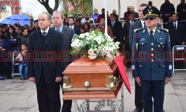 Dan último adiós a los tres ministeriales caídos; cuerpo de uno de ellos no estuvo presente (Galería)