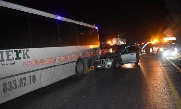 Madrugada de choques, un camión de personal, una mujer policía y taxistas que golpearon a un conductor