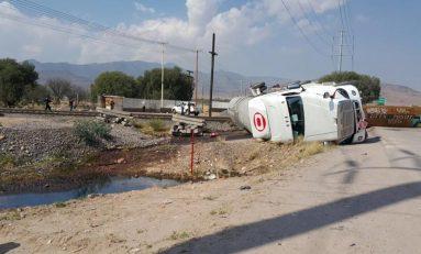 Tren arrolla pipa con 40 mil litros de gasolina