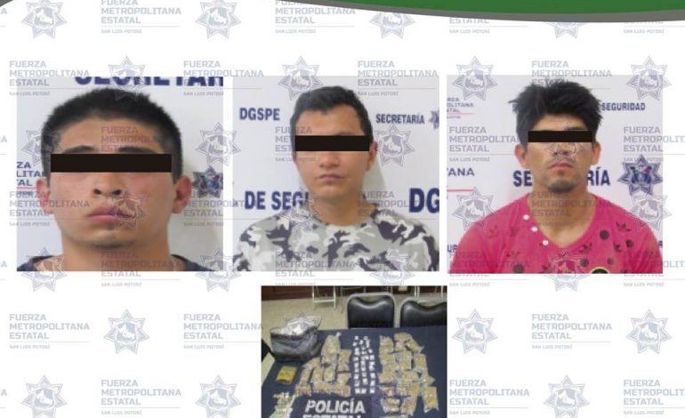"""Tres presuntos narcomenudistas detenidos con 60 dosis de marihuana y """"cristal"""""""
