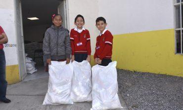 Estiudiantes de nivel básico recibieron beca educativa en Soledad