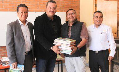 Dirección de Educación entregó 233 paquetes escolares a diversas primarias