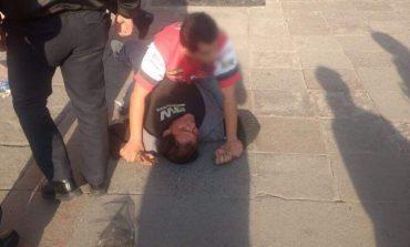 Ciudadanos someten a sujeto que manoseaba mujeres, en el Centro Histórico