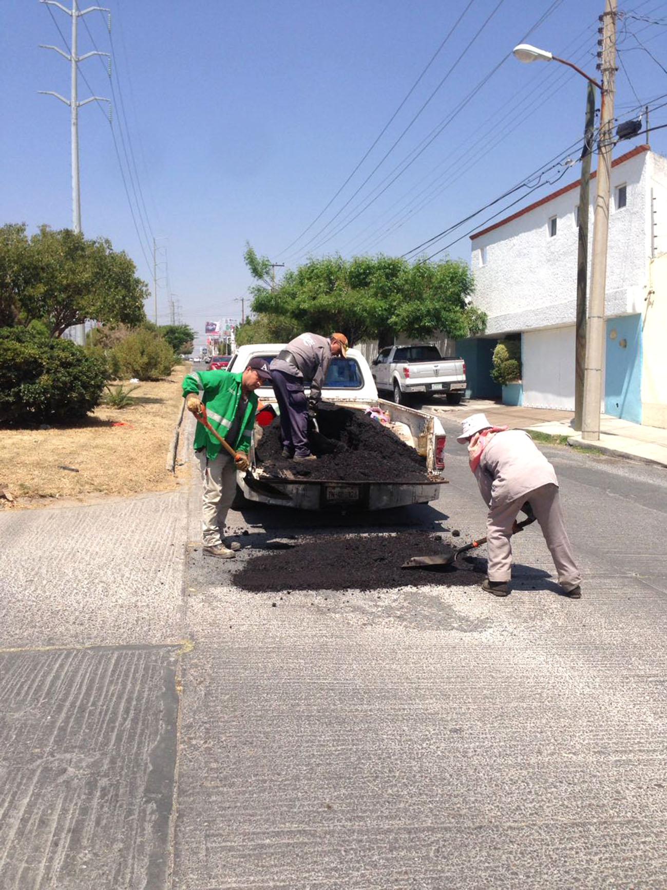 Redoblan labores en bacheo y colocación de concreto hidráulico