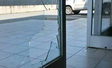 Con piedras atacan a la Subprocuraduría de Justicia en Ciudad Valles