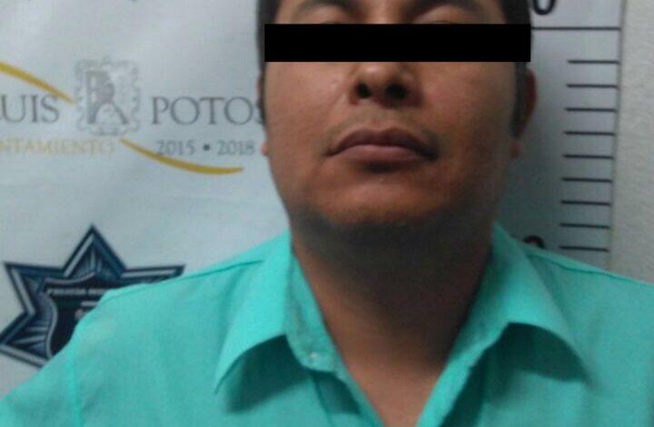 """Por ponerse roñoso y obstruir la labor policial, """"influyente"""" es arrestado y puesto tras las rejas"""