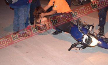 Lo cachan en moto robada, le pisa y se estrella