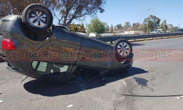 Vuelca en Carretera a Matehuala, solo daños