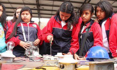 """Llevan a cabo la """"Feria de Ciencias y Tecnología; participan 450 jóvenes"""