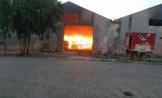 Incendio consume bodega de chiles en Tlaxcala