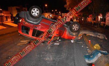 Vuelca Jeep Liberty en Lomas, 5 lesionados