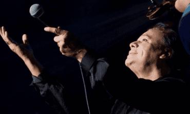 Ex manager de Juan Gabriel afirma que el cantante sigue vivo y muestra fotografía