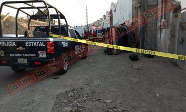Cae con su camioneta de considerable altura en bajada de puente de Periférico y 57, muere al instante
