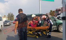 Mujer y niña golpeadas durante choque