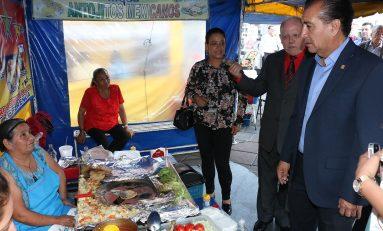 Alcalde interino Juan Carlos Torres inaugura la Muestra Gastronómica de la Cantera