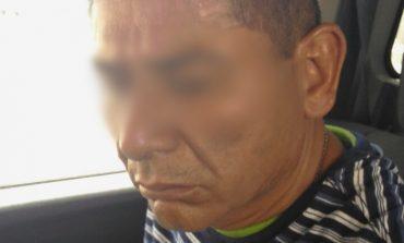¡Lo pillaron robando! Sustraía artículos de una camioneta en Damián Carmona