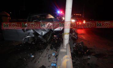 Ebrio conductor impacta vehículo contra un muro y el copiloto muere
