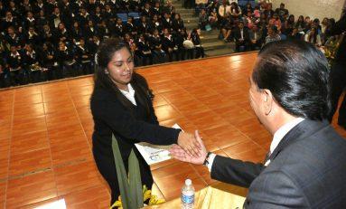 "Egresan alumnos de Preparatoria Municipal ""Ponciano Arriaga""; Alcalde preside ceremonia"