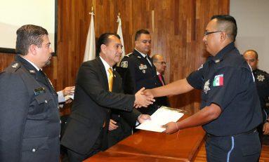 Policías municipales reciben certificado académico e incremento salarial