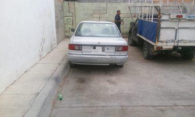 Localizan abandonado vehículo con reporte de robo