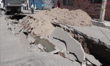 Ayuntamiento atiende afectaciones por hundimiento en colonia Victoria