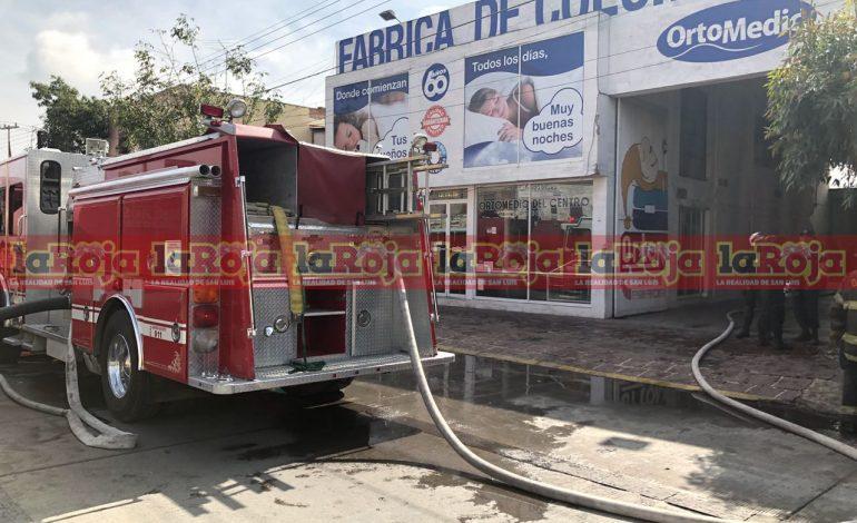 Incendio en fábrica de colchones ocasionó daños materiales y cierres viales en Zona Centro