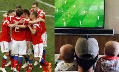 Enternece la redes bebé de Anna Kournikova apoyando a Rusia en el mundial
