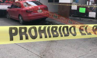Queretanos robaron camioneta con lujo de violencia, propietario les da alcance en Carretera a México