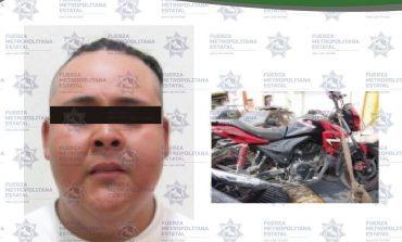 Detenido por manipular motocicleta con placas sobrepuestas
