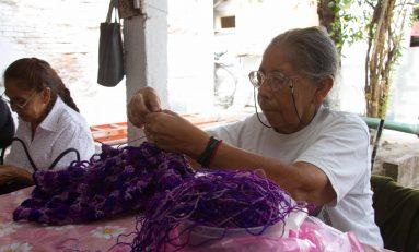 Clubes para adultos mayores ofrecen actividades por temporada vacacional