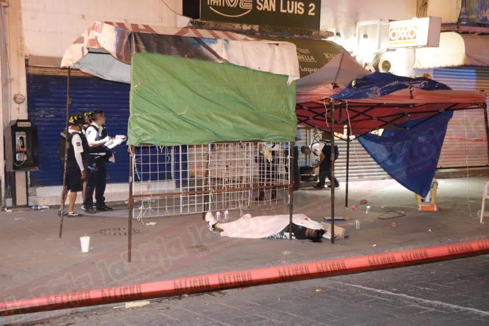 A tiros matan a joven comerciante en Reforma