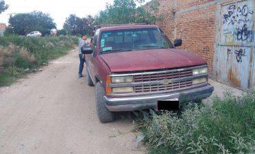 Localizan abandonada camioneta con reporte de robo
