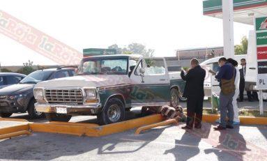 De un infarto muere en la puerta de su vehículo