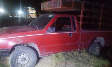 Abandonada localizan camioneta con reporte de robo