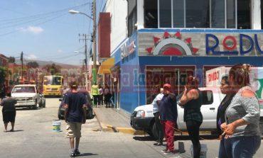 """Vecinos de """"La Satélite"""" cierran avenida Juárez para exigir agua"""