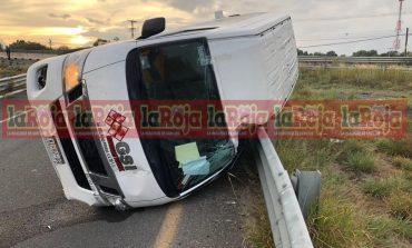 3 lesionados en aparatoso accidente de transporte de personal