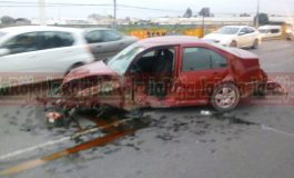 Pestañea e impacta contra señalética en Carretera a Matehuala