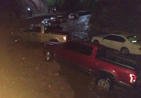 Se lleva la corriente 50 autos en Cerro de San Pedro