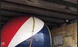 Esfera gigante de la Pepsi se atoró en Puente Pemex