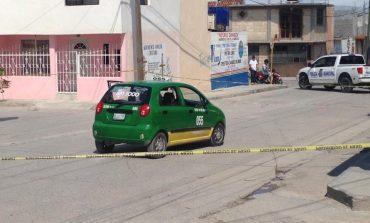 Mujer es asesinada a quemarropa a bordo de un taxi
