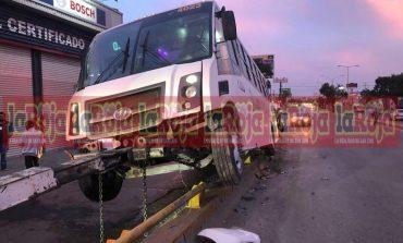 Aparatoso accidente de transporte de personal, varios lesionados