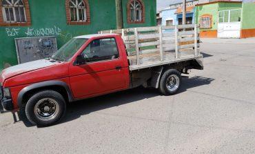 Localizan abandonada una camioneta con reporte de robo