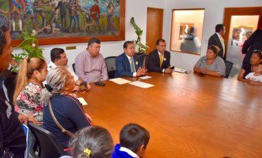 Padres de familia reconocen al Ayuntamiento de Soledad por acciones contra robos en centros educativos