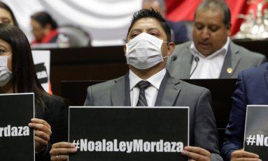 Diputados del PRD rechazan en tribuna mordaza impuesta por Morena