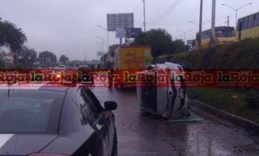 Fuga de agua en Río Santiago ocasiona constantes percances vehiculares
