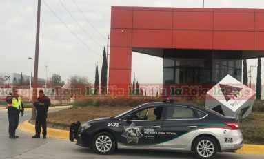 TRABAJADOR DE LA ZONA INDUSTRIAL SUFRE FUERTE DESCARGA ELÉCTRICA