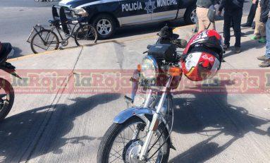 ¡Encontronazo! Motocicleta impacta contra bicicleta en la Matehuala