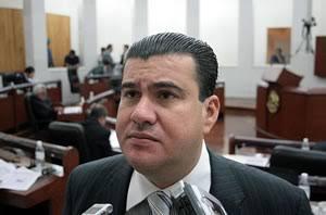 Ex diputado del PAN protagoniza bochornoso encuentro con policías municipales de la capital