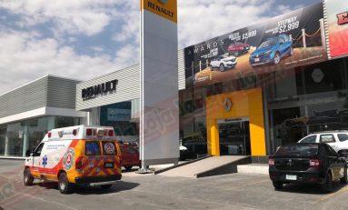 Se reporta incendio en la agencia Renault de Lomas