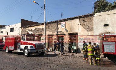 Bomberos controlan por segunda ocasión un incendio en la calle de Guillermo Prieto